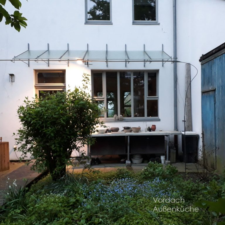 Vordach Stahl-Glaskonstruktion